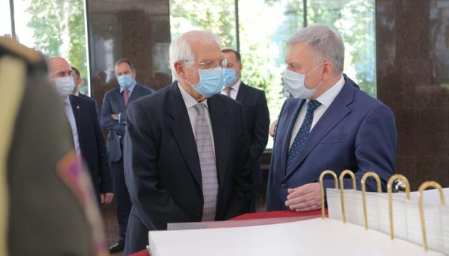 Borrell spotkał się z Taranem, aby omówić współpracę między Ukrainą a UE