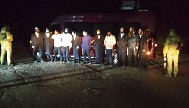 На границе задержали хасидов без паспортов, которые ехали из Умани