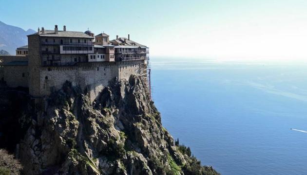 На Афоне закрыли на карантин два монастыря