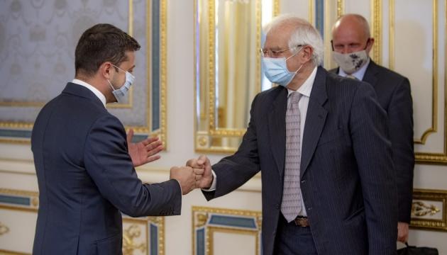Зеленський обговорив з Боррелем боротьбу з корупцією і реформи