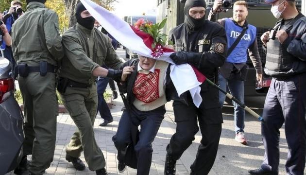 Протесты после инаугурации Лукашенко: людей разгоняют водометами с краской