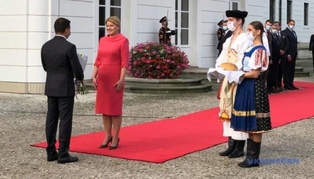 Zelensky a rencontré la présidente de la Slovaquie à Bratislava