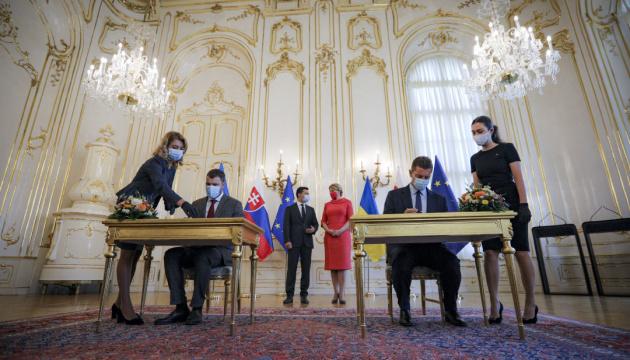 Ukrainian, Slovak ministers sign bilateral documents in Bratislava