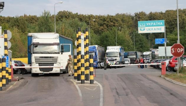 На кордоні з Угорщиною та Словаччиною стоять великі черги
