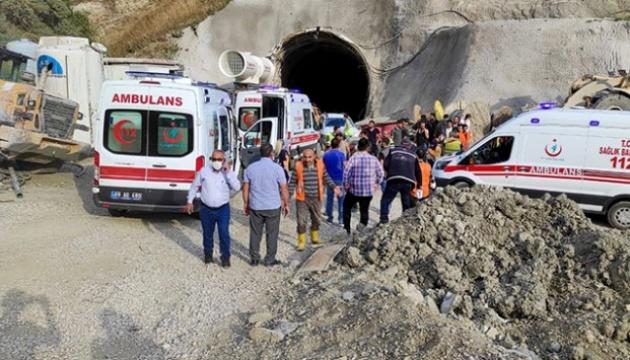 В результате взрыва в туннеле на востоке Турции пострадали 11 человек