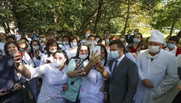 Zelensky: El Gobierno debería representar medidas sobre el desarrollo de la vinificación de Ucrania