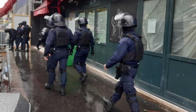 Возле бывшего офиса Charlie Hebdo злоумышленник напал с ножом на прохожих, 4 раненых