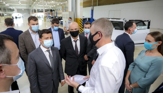 Зеленский поручил разработать стратегию развития автопрома в Украине