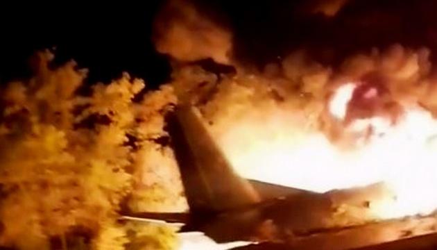 Очевидцы говорят, что курсанты прыгали из Ан-26, пытаясь спастись
