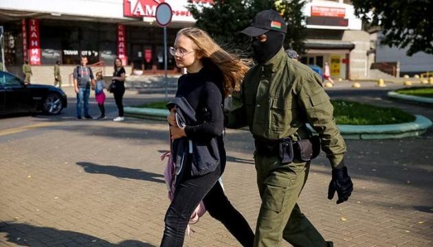 У Мінську силовики затримують учасниць жіночого маршу