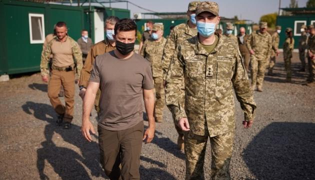 Зеленський на Донеччині вручив нагороди військовим