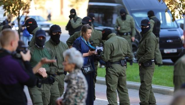Жіночий марш у Мінську: затриманих уже більш як 90
