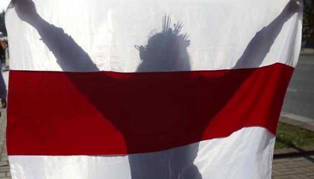 Лукашенко хочет запретить бело-красно-белый флаг