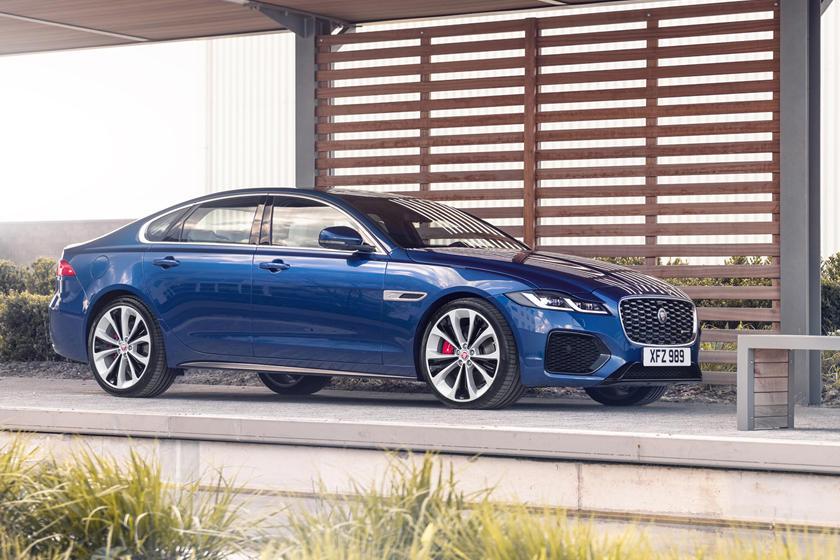 Jaguar представил седаны с двигателями на 246 и 296 «лошадей»