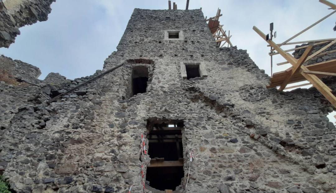 Археологи обнаружили доселе неизвестный подвал в Невицком замка