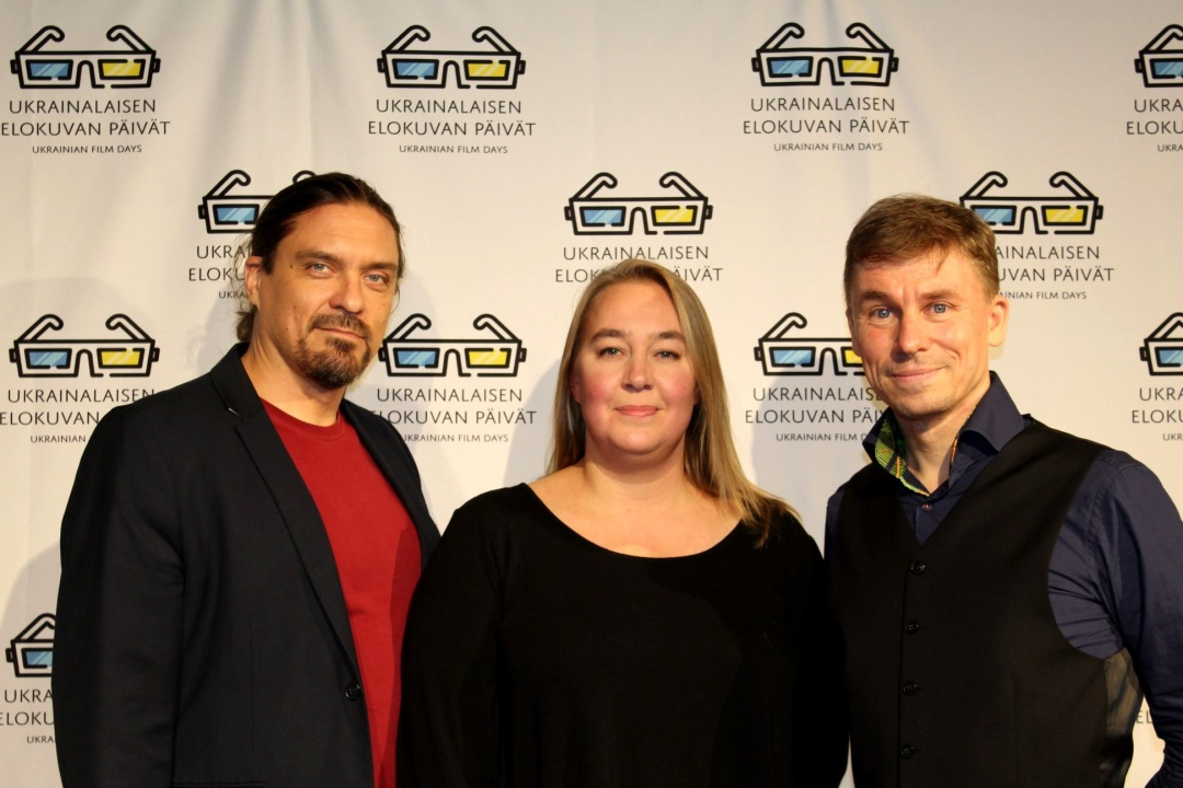 Очільниця фінського ПЕН-клубу Веера Тюхтіля (центр) та його віце-президент Оула Cілвеннойнен (праворуч)