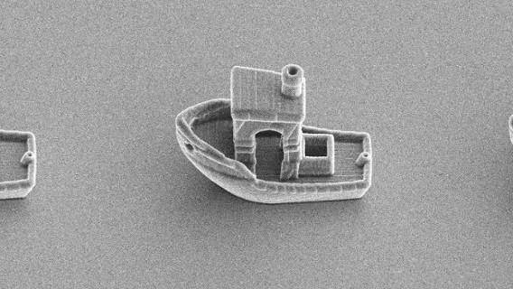 Ученые напечатали микрокорабель, что мог бы «плыть» внутри волоса