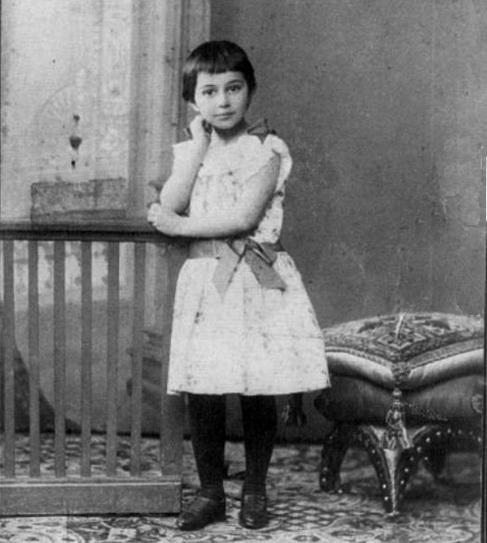 Соня в дитинстві, Санкт-Петербург