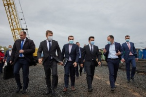 Zelensky inspects by-pass road construction near Rivne city