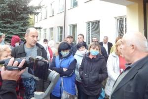 Працівники Менського сирзаводу на Чернігівщині страйкують через невиплату зарплати