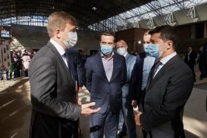 Зеленському на Рівненщині показали, як будують спортзалу школи олімпійського резерву