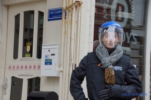 Маски в музеях и ресторанах: в Нидерландах усилили карантин