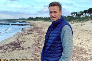 Літак з Навальним приземлився у «Шереметьєво»