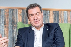 Лидер ХСС Зедер согласился отказаться от борьбы за пост канцлера Германии