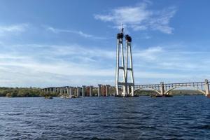 В Запорожье завершают бетонирование моста через Днепр