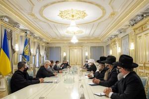 Зеленский призвал религиозных лидеров перевести богослужение в онлайн