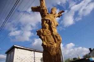 Возле Полтавы 300-летний дуб превратили в скульптурную композицию