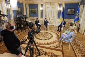 Зеленский дал интервью четырем украинским телеканалам