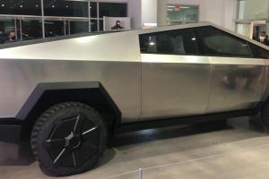 Tesla «прокачала» броньований Cybertruck