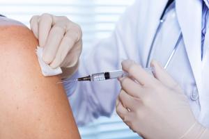 Ізраїль вже вакцинував від коронавірусу половину населення
