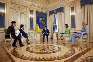 Зеленский готов испытать на себе украинскую COVID-вакцину