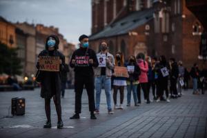 У Польщі обмежили право жінок на аборт