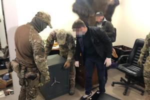 Рейдерство, «прослушка», сбыт наркотиков и оружия: СБУ разоблачила банду «оборотней»