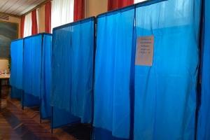 У Луцьку на виборчій дільниці спостерігач вистрибнув у вікно