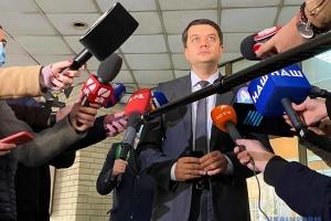Разумков вважає, що в разі перемоги на місцевих виборах депутати мають піти з Ради