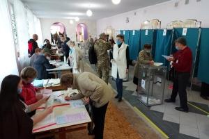 У Запоріжжі на виборчих дільницях утворилися черги