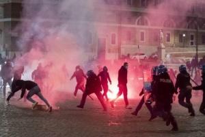 В Риме - массовые антикарантинные протесты