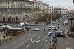 До Мінська стягують війська і спецтехніку, на вулицях ставлять огорожі