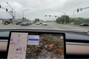 Tesla показала новий софт для безпілотних електрокарів