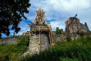 Археологи знайшли досі невідомий підвал у Невицькому замку