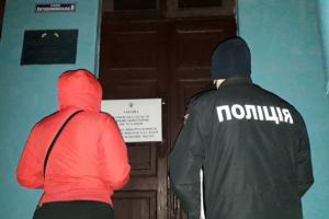 У Харкові спостерігачку ОПОРИ заблокували в приміщенні дільниці