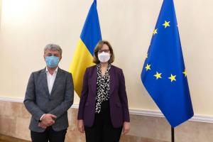 Ткаченко обсудил сотрудничество с временным поверенным по делам США