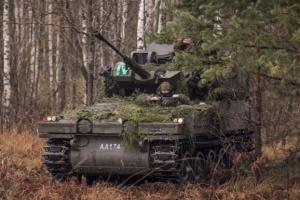 Латвия получила от Британии 123 бронемашины