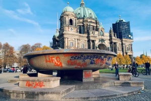 Вандалы снова повредили музейные экспонаты в центре Берлина
