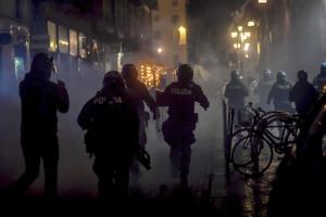 Антикарантинный митинг во Флоренции закончился столкновениями с полицией, есть задержанные
