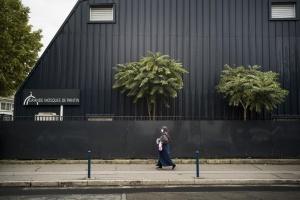 Вбивство учителя: суд у Франції визнав правомірним закриття мечеті